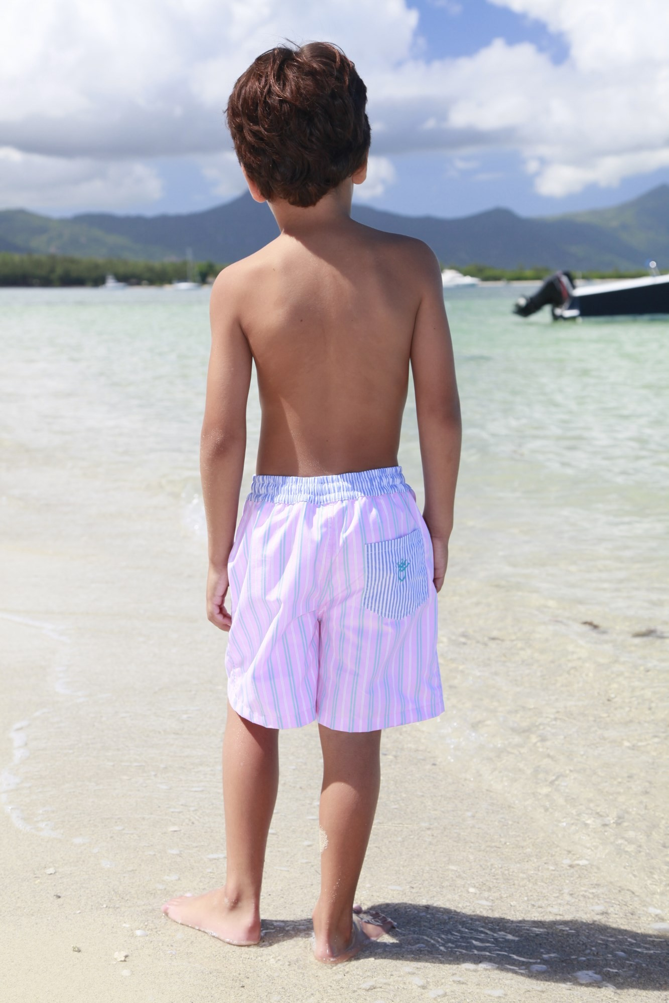 Garçons gays en maillot de bain