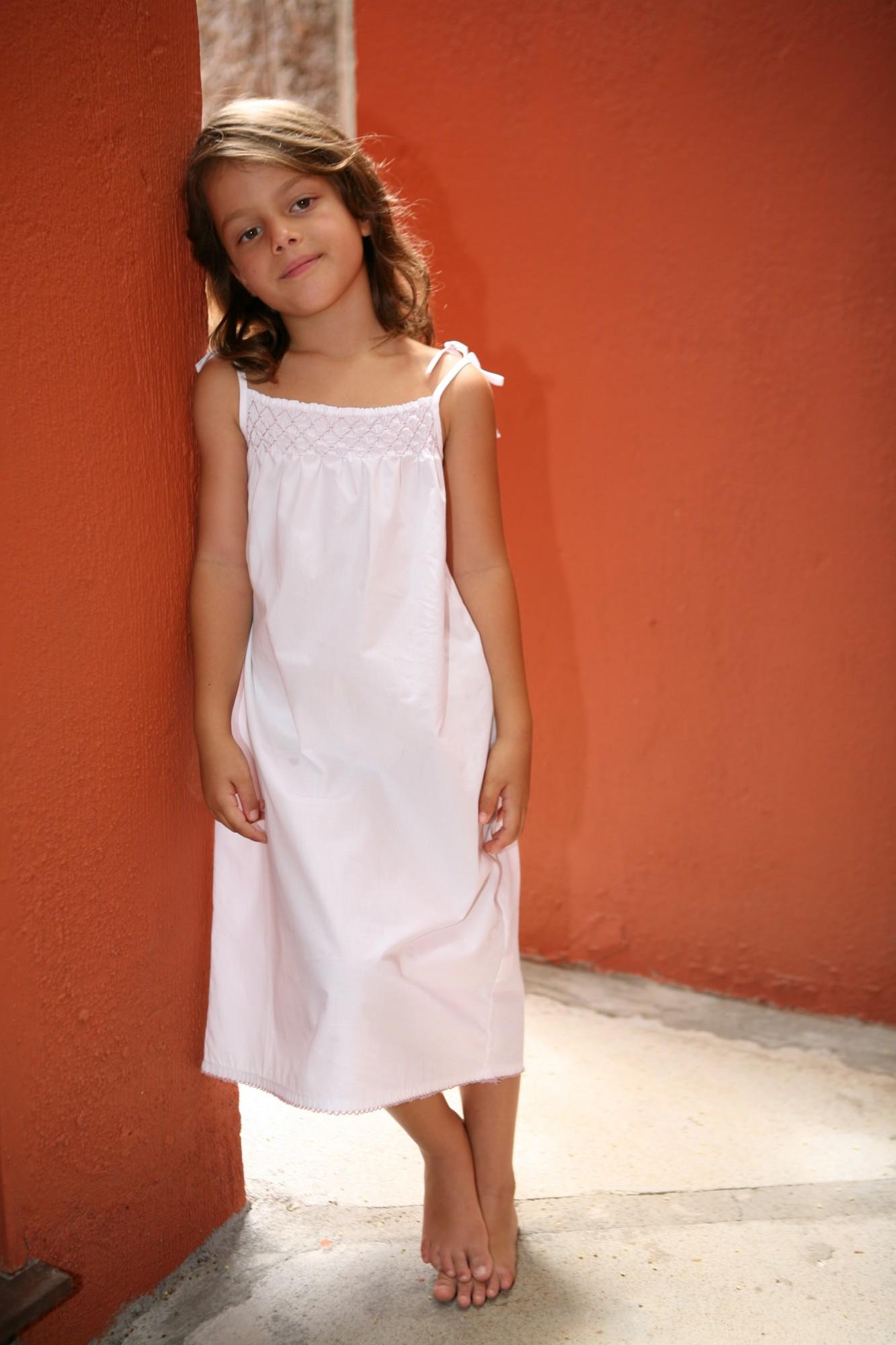 chemise de nuit marinette blanche smocks roses l 39 orangerie. Black Bedroom Furniture Sets. Home Design Ideas