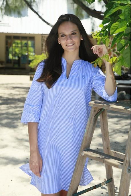 Nachthemd voor dames. Hemelsblauw gestreepte stof