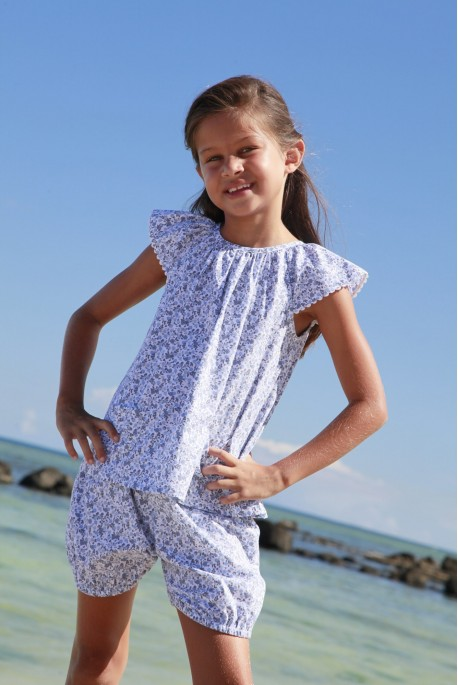 Girls' short bloomer pyjama made of printed sky blue fabric