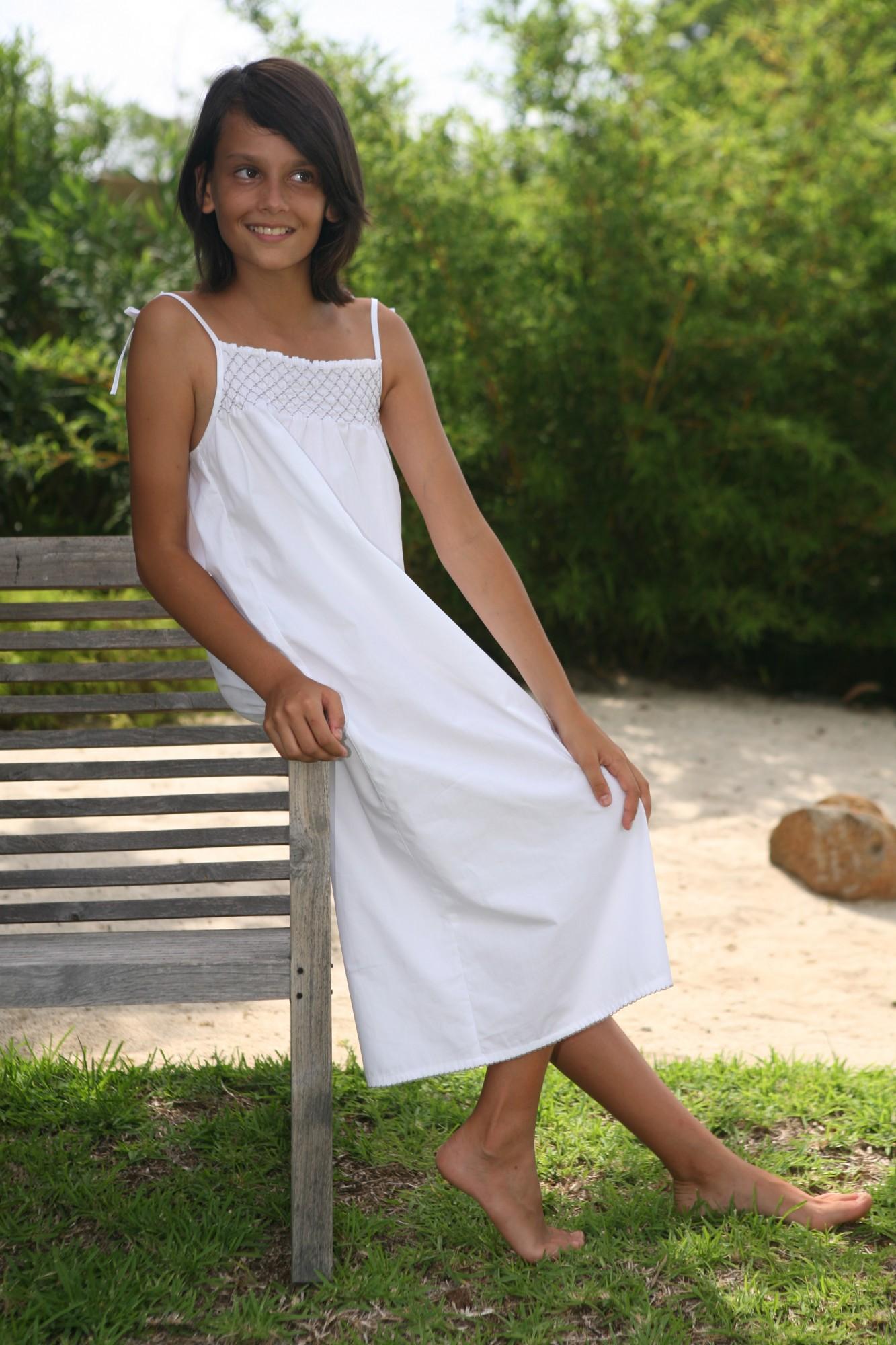 chemise de nuit marinette blanche smocks gris perle l 39 orangerie. Black Bedroom Furniture Sets. Home Design Ideas